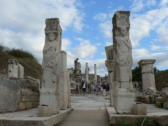 La puerta de Hércules en Éfeso es el comienzo de la Avenida Curetes