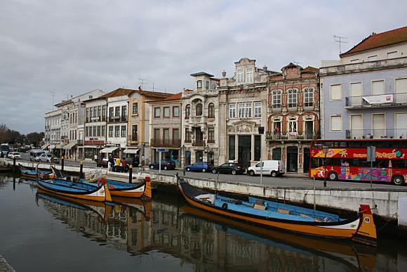 Aveiro es conocido como la Venecia portuguesa por los canales que cruzan su bonita ciudad
