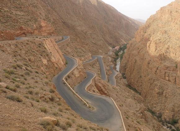 El camino al desierto esta lleno de bonitos paisajes y también de curvas un tanto pronunciadas