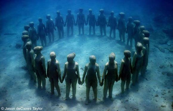 En el fondo del mar Caribe encontramos un gran museo repleto de esculturas a tamaño real