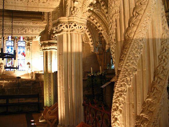 Imagen del famoso pilar de Rosslyn Chapel que esconde una antigua leyenda