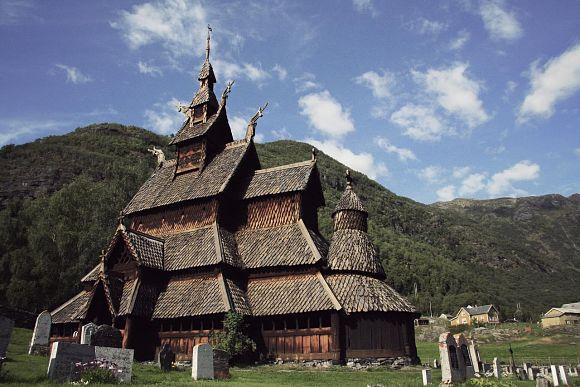 La Iglesia de madera de Borgund es un lugar muy interesante en Noruega, por su historia y por ser la mejor representante de los templos de estilo stavkirke