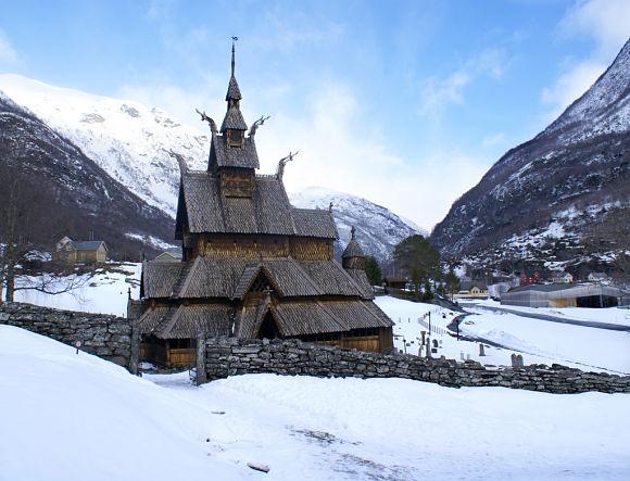 Fotografía de la bonita Iglesia de madera tras una intensa nevada