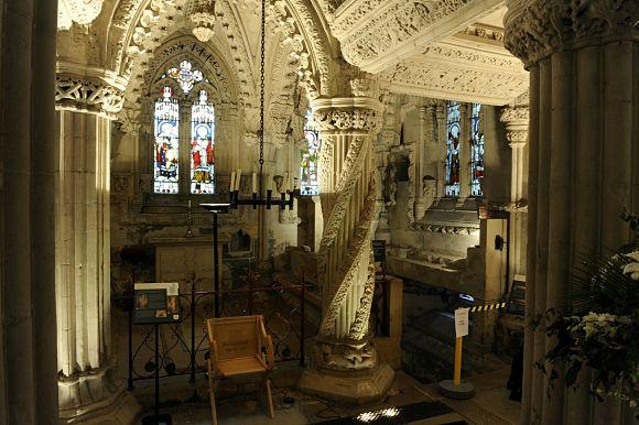 Además de por sus leyendas, la Rosslyn Chapel, es muy peculiar por su abundante y variada decoración