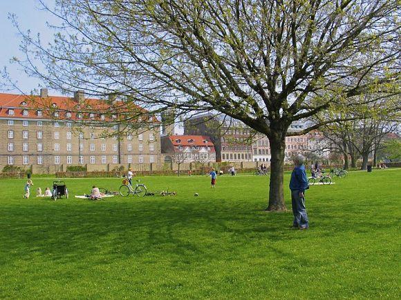 Pasear por los jardines del Palacio Rosenborg es caminar por los jardines más antiguos de toda Dinamarca