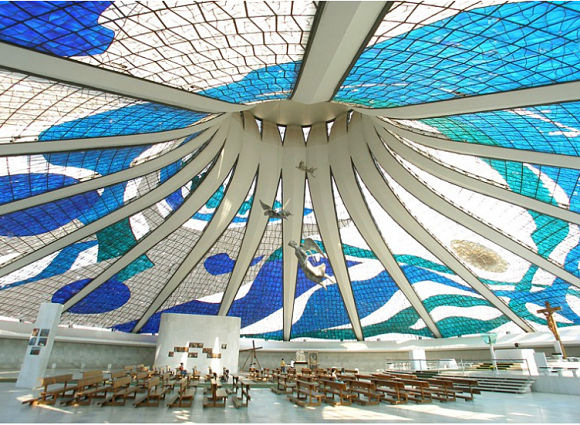 La Catedral de Brasilia es uno de los templos religiosos más impresionantes del mundo