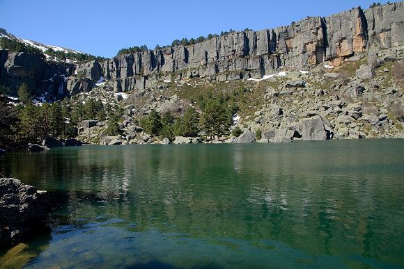 El nombre de la Laguna viene del color de sus aguas y del ambiente misterioso que la rodea