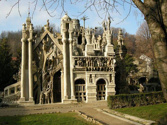 Fachada del Palais Idéal, una obra del francés Ferdinand Cheval