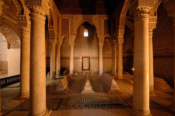 Imagen de la sala de las doce columnas, la más famosa de los mausoleos