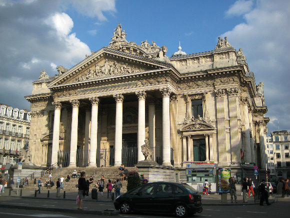Fachada del edificio de la Bolsa de Valores de Bruselas