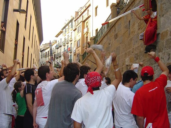 A San Fermín pedimos por ser nuestro patrón nos guíe en el encierro de la villavesa