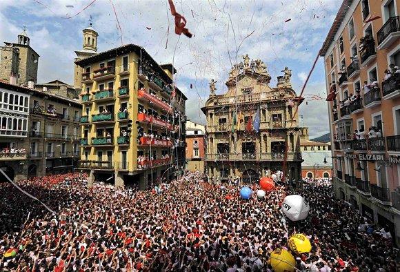 El chupinazo de los Sanfermines es audible en todo el mundo; un auténtico estallido de fiesta
