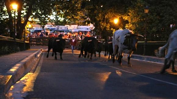 El encierrillo de los Sanfermines, a diferencia del encierro, se realiza por la noche