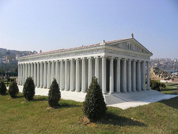 Aspecto del Templo de Artemisa de Éfeso, parque de las miniaturas de Estambul