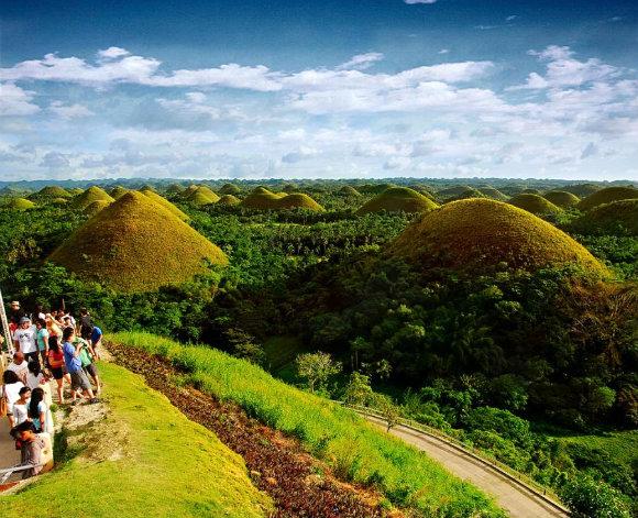 Bella panorámica de las Colinas de Chocolate en la provincia de Bohol en Filipinas