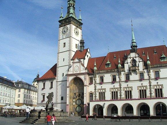 Imagen del ayuntamiento de Olomouc con su reloj astronómico en la República Checa