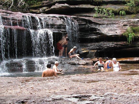 No hay nada como darse un baño en las pozas del río Caño Cristales
