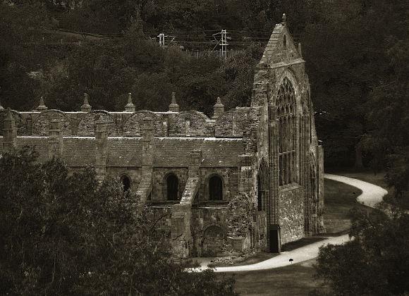 Al lado del Palacio Holyrood encontraremos la Abadía Agustina, un edificio muy interesante que hoy se encuentra en ruinas