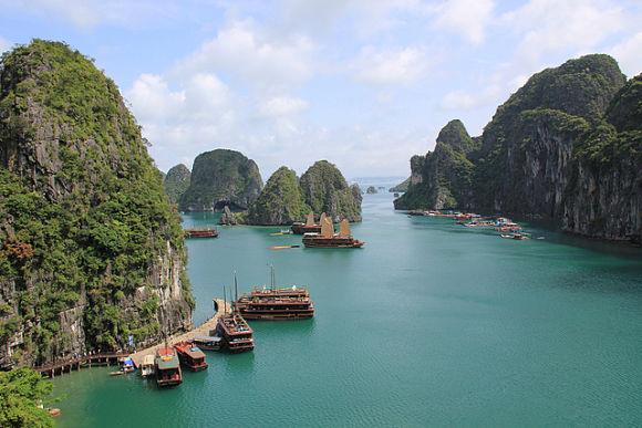 La bahía de Halong es una maravilla natural que pertenece a las costas vietnamitas