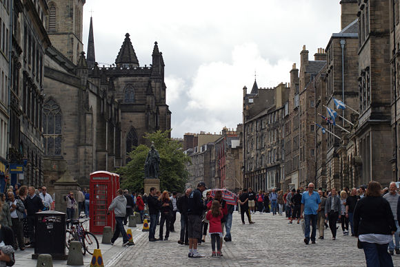 High Street es la parte de la calle Royal Mile en la que encontraremos edificios tan importantes como el Tribunal Supremo o el Antiguo Parlamento