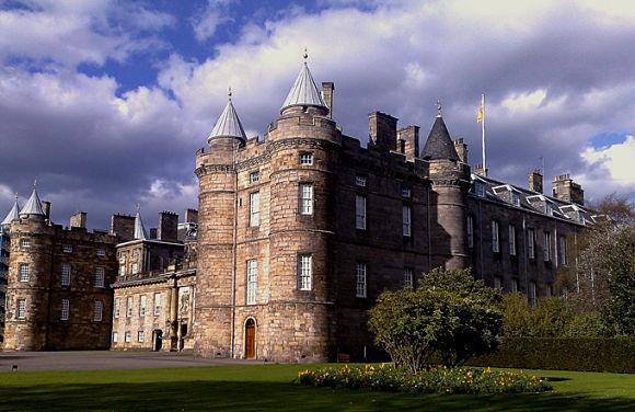 El Palacio Holyrood es un lugar muy interesante por haber sido residencia real y por sus curiosas aterradoras historias de fantasmas