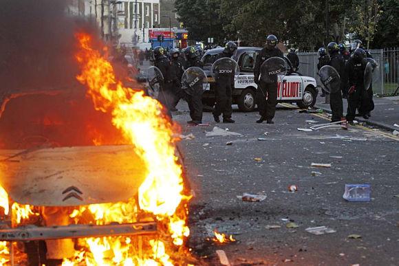 Además de saqueos, enfrentamientos y protestas, algunos incendios se han cebado con algunos edificios de ciudades como Londres o Manchester