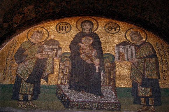 Entre la decoración de Santa Sofía encontramos muestras del arte bizantino y del arte musulmán