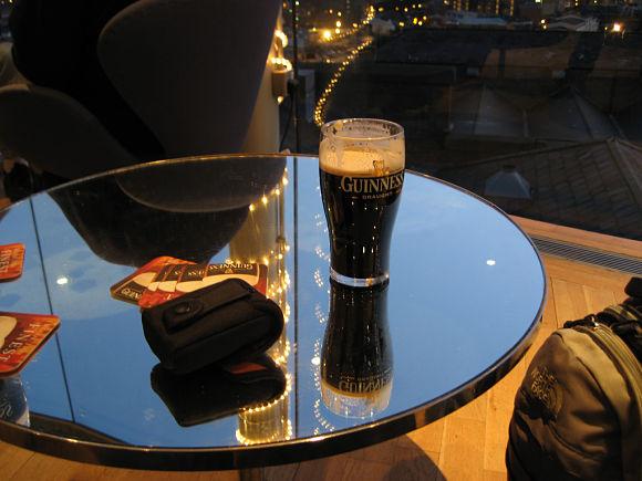 El final del recorrido es siempre lo más apetecible, ya que podremos disfrutar de una buena pinta de Guinness con las vistas que ofrece el Gravity Bar