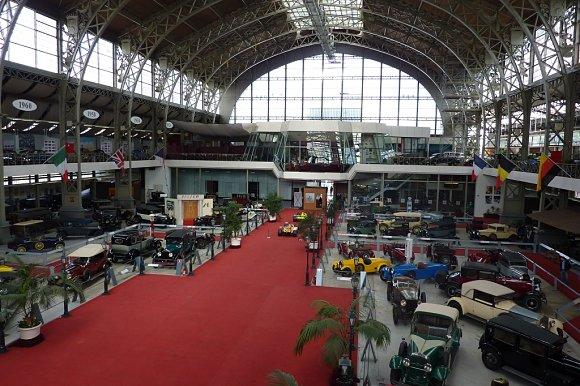 Vista panorámica desde el segundo piso del museo de Autoworld en Bruselas