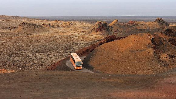 El autobús será nuestro salvoconducto para acceder al corazón del Timanfaya