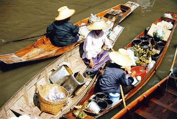 Mercado flotante Bangkok canoas