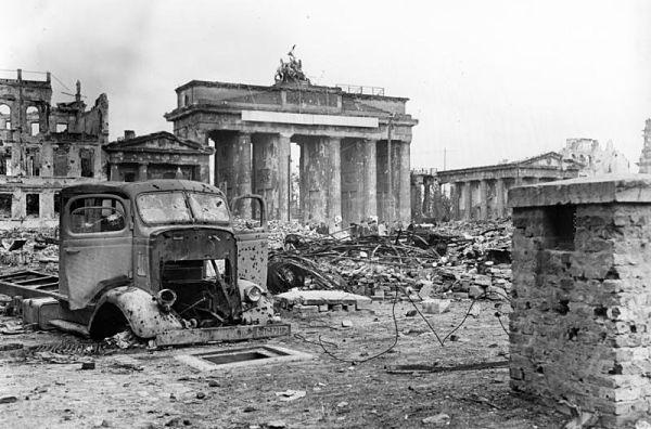 Puerta de Brandemburgo-segunda guerra mundial