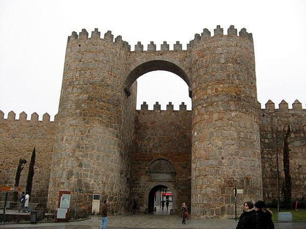 Muralla de Avila puerta del alcazar