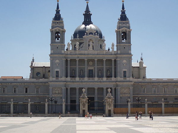 Catedral de la Almudena fachada