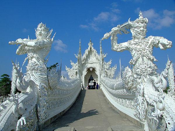 Wat Rong Khun puente esculturas