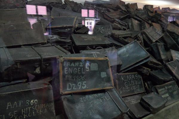 En el museo de Auschwitz se expone el equipaje de las víctimas del holocausto