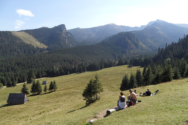 Panorámica del paisaje en nuestro track por Kalatówki en las Montañas Tatra de Polonia