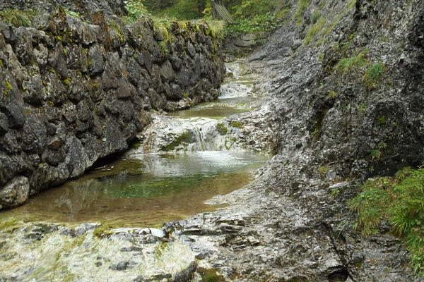 Los visitantes depositan sus monedas y sus sueños en los ríos de los montes Tatra