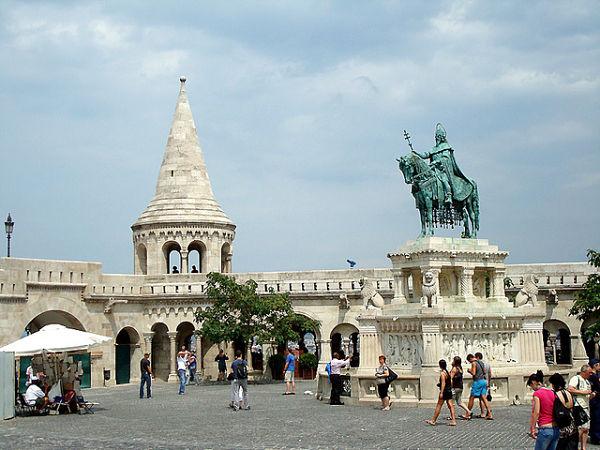bastion pescadores budapest estatua