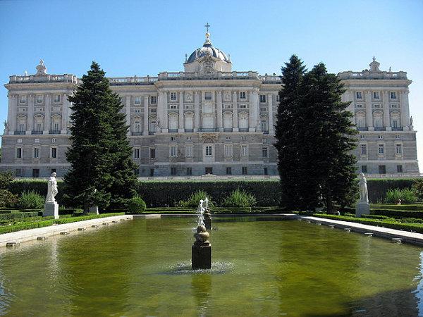 Jardines De Sabatini Junto Al Palacio Real De Madrid