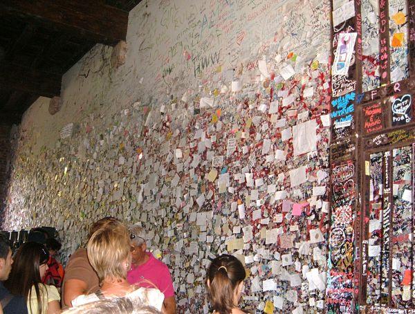 casa julieta verona muro