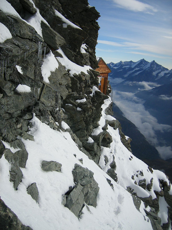 solvay hut refugio montaña alpes