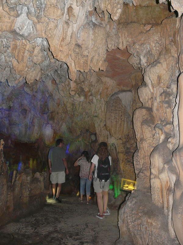 cueva flauta caña estalactitas estalagmitas