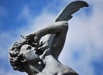 fuente angel caido parque retiro madrid