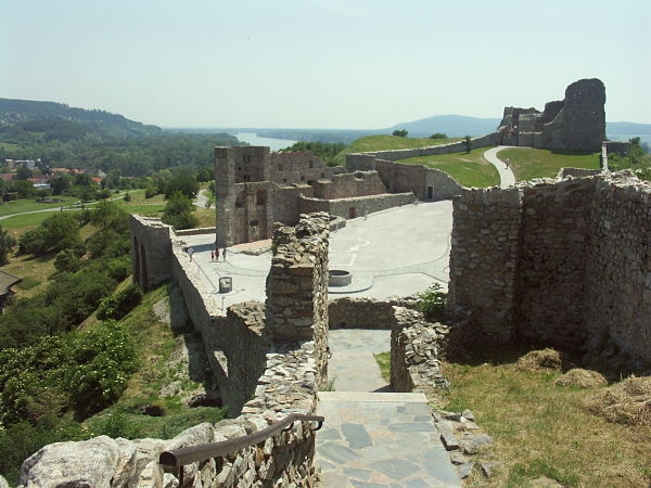 Castillo Devin