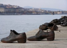 Zapatos budapest monumento