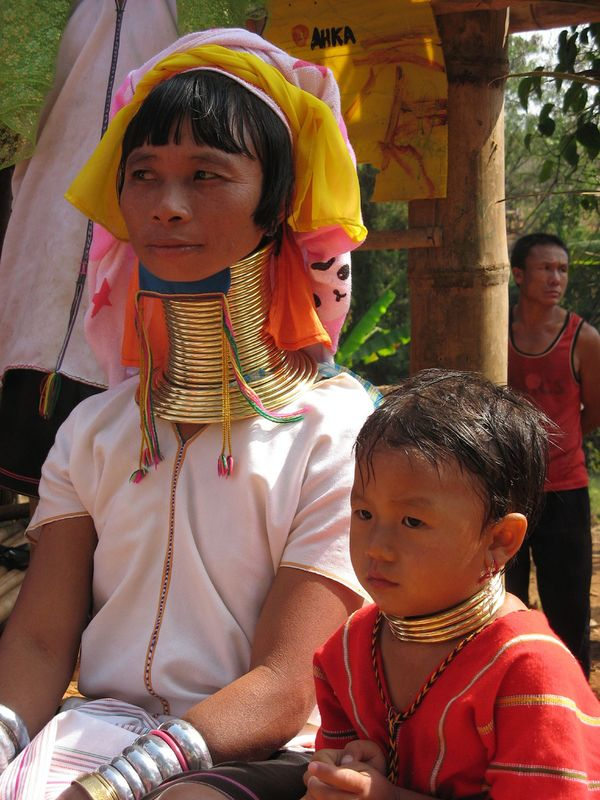 mujeres jirafa tailandia cuello