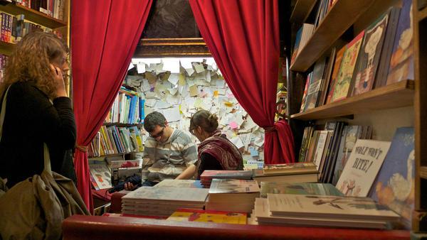Shakespeare company libreria dentro