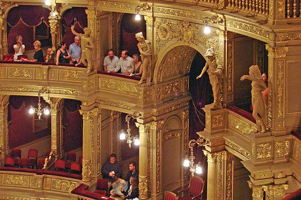 opera nacional budapest esculturas