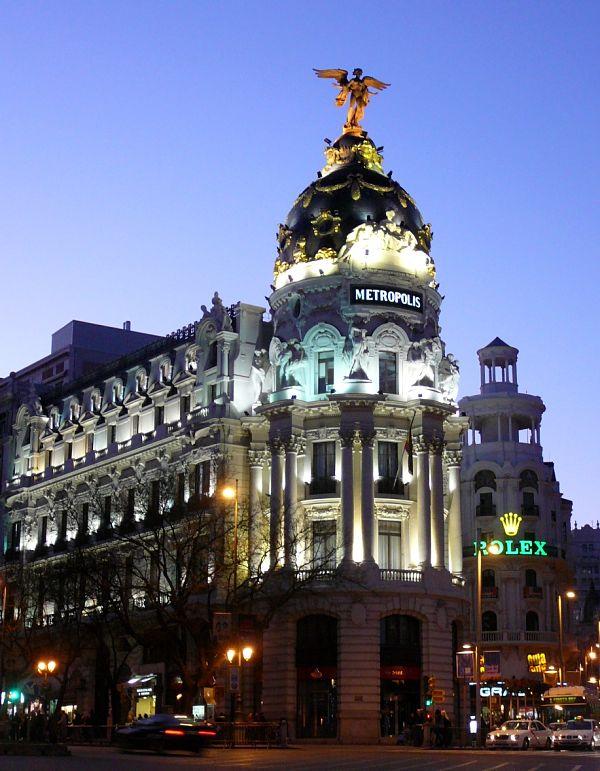 edificio metropolis madrid noche